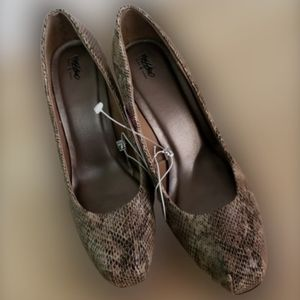 NWOT Mossimo faux snake skin heels size 8